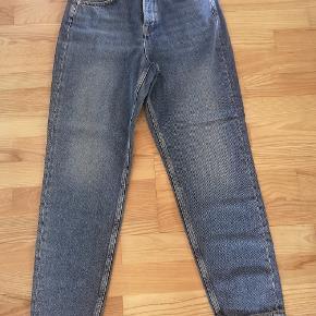 Nye jeans fra selected femme. Str 27/30 Jeg er ikke sikker på om det svarer til en xs eller s