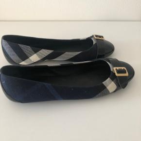 Mørkeblå ballerina sko.  Brugt 2 gange