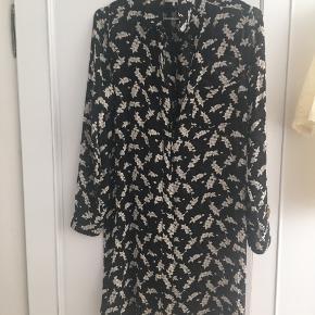 Smuk kjoleskjorte fra ganni. Kun brugt gå gange
