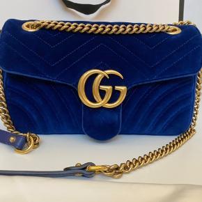 Fin Marmont mørkeblå velour taske . Kun lidt brugt , men i fin stand. Dustbag og pose medfølger . Np var 10500kr . Var en gave til mig .