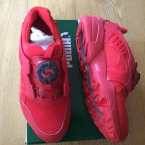 Varetype: sneakers Nye Størrelse: 37/5 Farve: Røde Oprindelig købspris: 1200 kr. Super lækre Sneakers. Har bare alt for mange sko.  Str 37,5 Cm. 23,5
