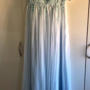 Kjolen er petit passer af en max 165cm Str.38 FAST PRIS