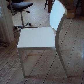 Bontempi Casa Aqua Chair af polypropylene. w: 53, d: 56, h: 81, Sædehøjde: 48. Stolen sendes ikke, men skal afhentes.  stol Farve: hvid Oprindelig købspris: 750 kr.