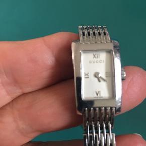 Ægte Gucci ur. Bud modtages gerne, dog ikke skambud🌺