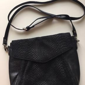 Markberg taske brugt få gange.  Mål: L 25cm H 20 cm