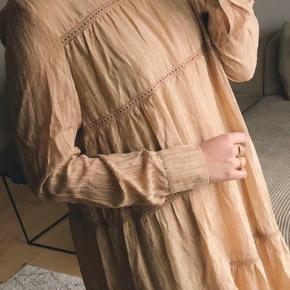 Så fin en kjole her til efteråret, bare hængt i skabet og aldrig brugt😊