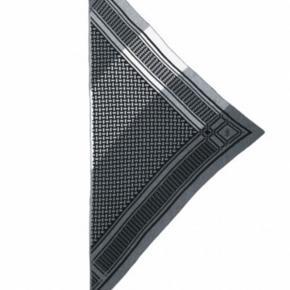 Hej jeg spørger dette halstørklæde fra lala Berlin  Det er et trefarvet tørklæde som hedder LALA BERLIN TRIANGEL NEO STRIPES NATURE  Skrive eller kontakt mig hvis i har et til salg eller vil sælge jeres
