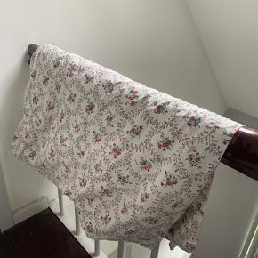 White fitted sheet 140 x 200 + a set of bedding (1 pillowcase & a duvet case)