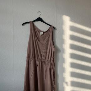 Super fin kjole! Skriv for mere :)