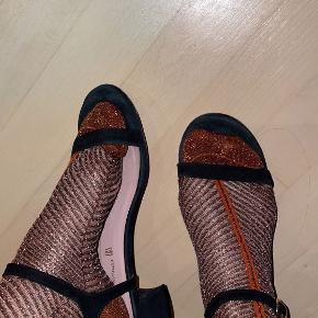 Pretty Ballerinas heels