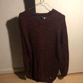 Lang rød/sort sweater fra Divided