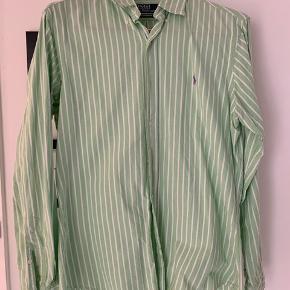 Lysegrøn/hvidstribet Oxford skjorte fra PRL, Custom Fit str. M.  Nypris: 800,-  Pris: 150,-