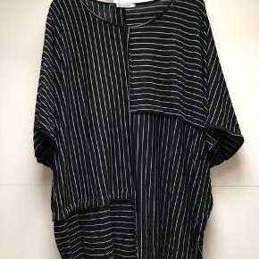 Smuk oversized T-shirt i Lækker kvalitet Nypris 549