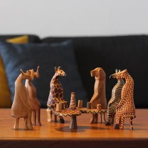 Te-selskab bestående af 6 afrikanske dyr. Bruges til pynt eller legetøj.  Sættet er købt i Ghana.