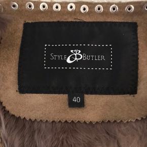 Fin og varm vest af kaninpels fra Style Butler. Brugt få gange, der den er lidt for stor til mig.