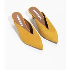 New Yellow pointed mules. Size 37. Very cute. Selling because i bought them in wrong size. Never used.