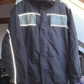 Monster lækker vintage Mercedes jakke, med reflekser og aftagelig hætte. Den er vand og vindtæt.  #30dayssellout