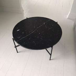 Gubi sofabord nypris 7500. Alm brugsslitage. Det kan sagtens pudses op.