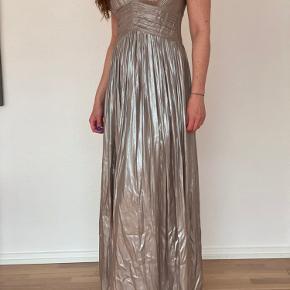 Beige/guld kjole. Aldrig brugt