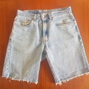 Levi's denim shorts str. 31. Lidt slidte, men god vask.