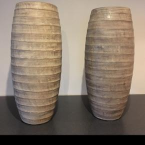 2 stk gulvvaser fra ILVA  Højde 45 cm   Afhentes 6818 eller 6700
