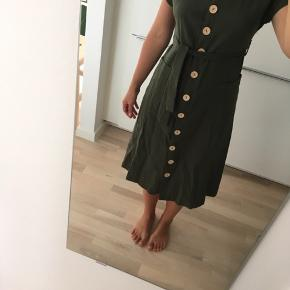 This army long dress is size S, 36. Never used. The price is without shipping costs included.