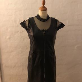 Super fed læder Spencer/kjole (OBS der er en bluse under)