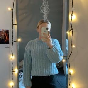 Super flot sweater fra na-kd, fejler intet.