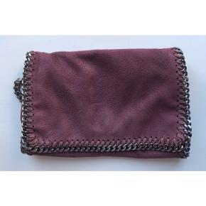 Jeg sælger denne super lækre Stella McCartney taske for min mor. Har desværre ikke kvitteringen..