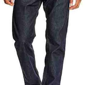 Super behagelige og flotte jeans fra Diesel. Regular Slim med Stretch. Nypris: 1000,- Str.: 36/30 Model: Buster  Se også alle mine andre annoncer med mærkevarer af meget høj kvalitet og stand til vanvittigt lave priser.