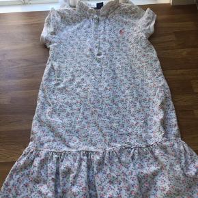 Sød små blomstret pique kjole i str 6