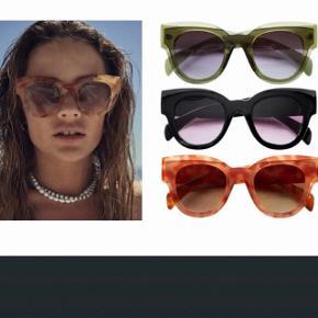 Grønne solbriller fra costume   Se mine andre annoncer og spar porto. Har en masse fra bl.a. Zara, Ganni, Munthe, H&M, vintage ting og meget mere🌸🛍  #Secondchancesummer