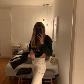 Mega fede mango bukser. De er brugt 1 gang, så fremstår fuldstændig som nye:)  Str 34 mener jeg. BYD gerne, eller skriv for flere billeder   Zara, Ganni, H&M, Nike, & otherstories, Zadig og Voltaire, Balenciaga, Mango