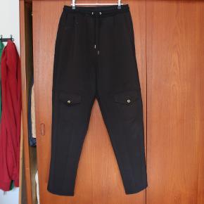Fede bukser fra Astrid Andersen i lækre materialer og god kvalitet!