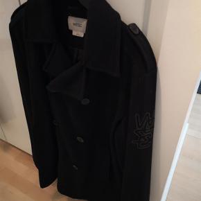 Varetype: herrejakke Farve: Sort Oprindelig købspris: 895 kr.  Lækker kvalitetsjakke i uld. Jakken er foret. Kun lidt brugt. Prisen er inkl. porto med DAO.