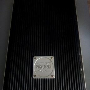 Efekt forstærker til bil Godt design til 6 kanaler - 50 - 250 Hz højpasfilter - 10 - 50.000 Hz frekvensrespons - Strøm 1500 W Max - Strøm 4 x 80 + 2 x 130 W  Han ved køb hentes Brøndbyøster