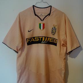 Juventus trøje fra 2003/2004 sæsonen.  tags: fodboldtrøje, fodboldtrøjer, fodbold, calcio, Nedved