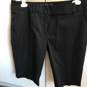 lækre shorts fra det gode mærke, aldrig brugt, 100% kraftig bomuld, en smule lavtaljede, gode sidelommer, fik en str. 40 med hjem i posen i stedet for str. 38, købt i Berlin - byd - superkvalitet