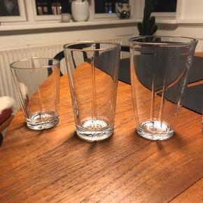 14 stk. Rosendahl glas i 3 forskellige form/størrelser. Nogle lidt mere brugt end andre, derfor er prisen kun 100 kr. for dem samlet.  Skal afhentes