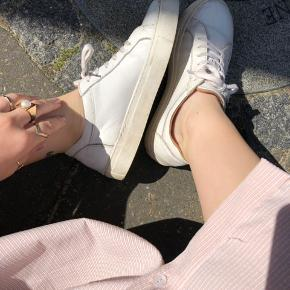 Hvide læder sko fra Selected Femme. Np var omkring 700kr:)
