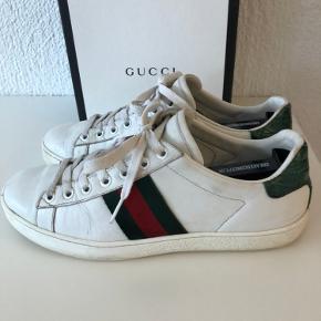 Gucci ACE sneakers  Str 37 Boks medfølger De er ikke rengjorte  Kan eventuelt finde kvittering også  Spørg for flere billeder. Tjek andre annoncer for eventuel mængderabat