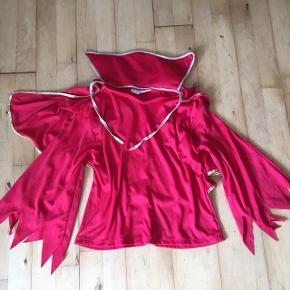 Dracula bluse  str 140  Passes af 5-10  Kostume udklædning fastelavn halloween   Sender gerne