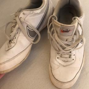 Gamle nike fra 90'erne, de kan vaskes rene og blive helt hvide igen