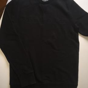 Lækker tyk sweatshirt Brugt 2 gange, er næsten som ny.