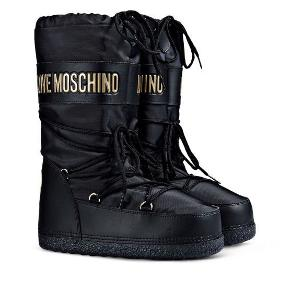 Moonboots fra Moschino Super stand - sælges da de er for små!  Ca str 35-37