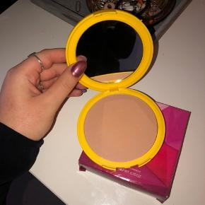 Den er prøvet en enkelt gang og farven er for lys til min smag. Fra KIKO - købt i Rom.