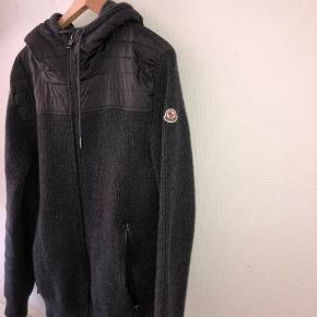 Perfekt trøje/jakke til de sene sommeraftner Str XL, men fitter som L Jeg er selv 181 fitter perfekt Mindste pris er 2800