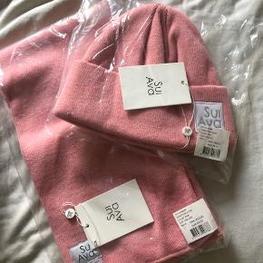 Ubrugt hue og halstørklæde i fin lyserød farve. Sælges samlet, kom gerne med bud. Skriv endelig ved flere spørgsmål ☺️