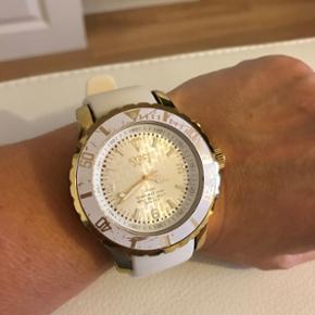 KYBOE armbånds ur Super fedt dame ur.  Med lys Hvid/guld  Nypris 2100.-kr  Sælges for kun 1200.-kr