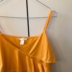 Sælger denne mega fine orange top fra H&M.